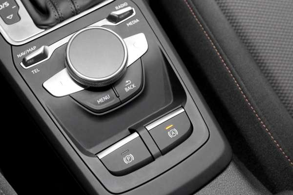 43655 - Komplettset Autohold Berganfahrassistent für Audi Q2 GA Linkslenker, L0L Ohne Chrompaket